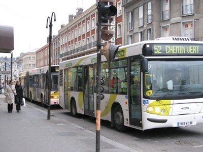 La municipalité l'admet: après 3 ans de mandat, le réseau de bus reste